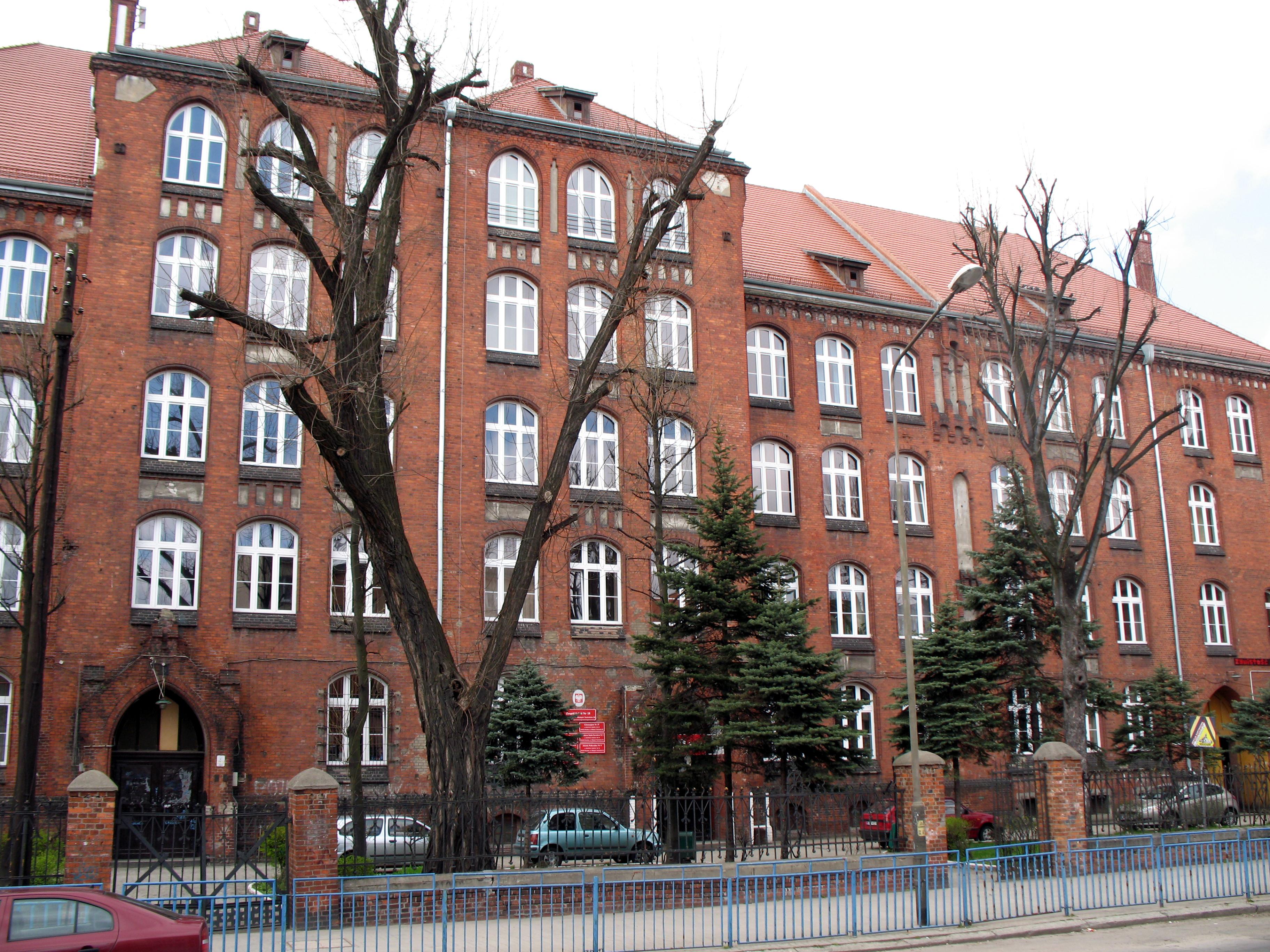 Szkoła dla dorosłych, szkoła policealna