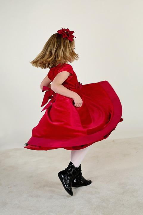 rozkloszowana sukienka wizytowa dla dziewczynki